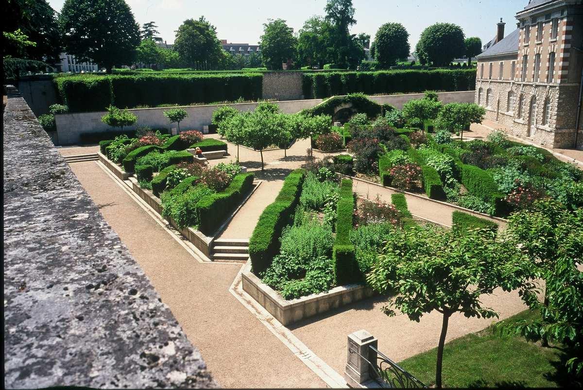 jardins remarquables de blois ch teau royal de blois. Black Bedroom Furniture Sets. Home Design Ideas